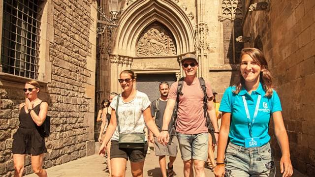 Barcelona free walking tour guide takes happy visitors exploring
