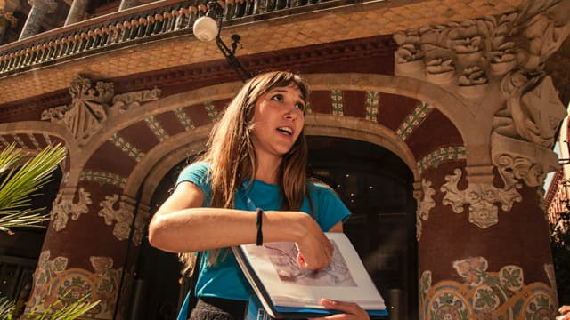 Guide shares her expert knowledge about the beautiful Palau de la Música Catalana