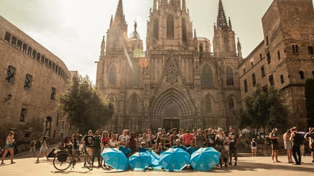 Barcelona free Gaudi & Modernism tour group ready to explore