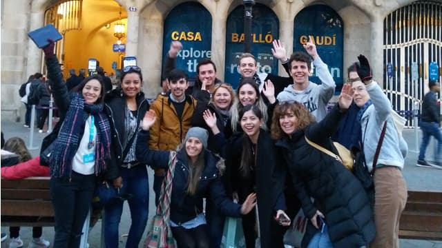 Free walking tour group at Casa Batlló in Barcelona