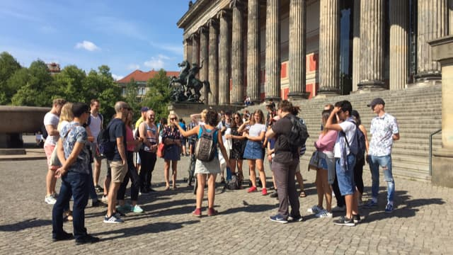 Travellers with their tour guide at the Old Museum in Lustgarten