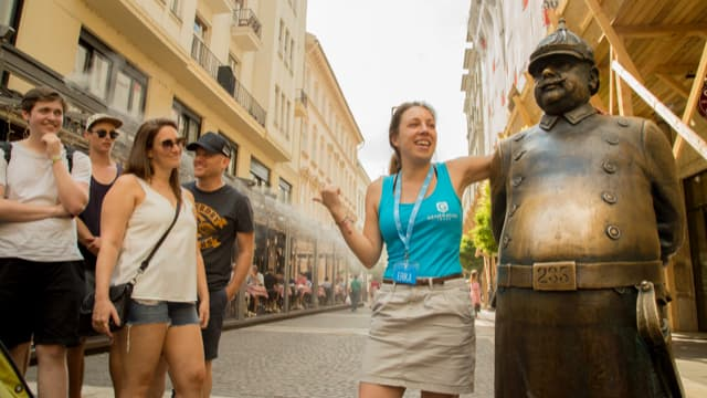 Budapest free tour guide at the 'fat policeman' statue