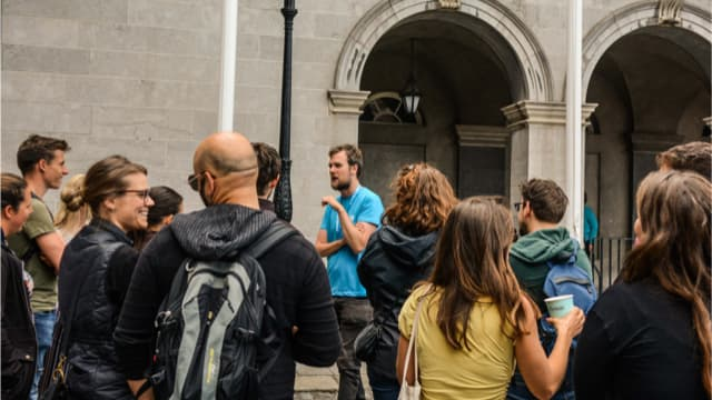 Dublin tour guide, Dan, enlightens some happy visitors