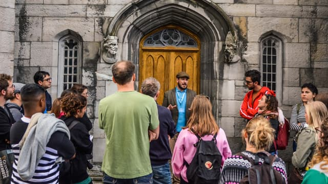 Dublin free tour group with their expert local guide
